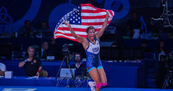 Winchester becomes world champ, Gray advances to finals